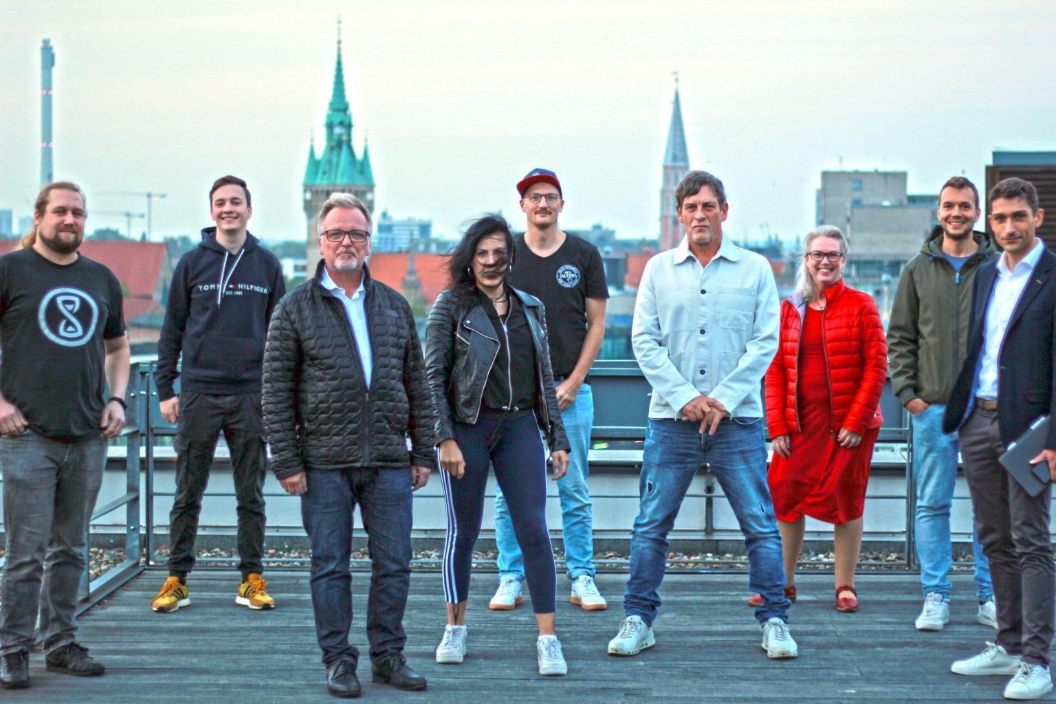 Die Gründungsmitglieder des Vereins Hey Alter in Braunschweig, in der Mitte Inga Stang, Moritz Tetzlaff und Martin Bretschneider