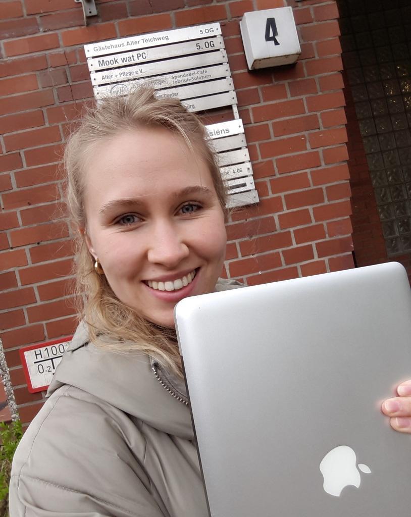 Flip-Autorin Luise hat einen alten Laptop beim Hey Alter Standort in Hamburg gespendet.
